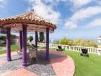 Communal gardens with many seating areas and sun loungers plotted for you to relax.