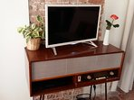 Nicely decorated with vintage furniture - Television with English news channels