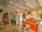 A twin daybed on the lanai provides additional sleeping for 1 guest.