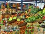 Produits locaux au marché couvert du Marin