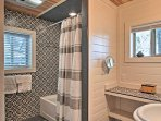 The cabin is equipped with 3 full bathrooms.
