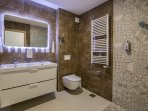 Bathroom ensuite Celebrity bedroom