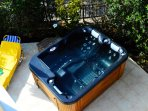 outdoor heated jacuzzi