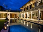 Villa Cendrawasih - The villa at night