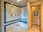 The River bath offers a double steam shower.