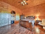 In the second master bedroom you'll find a soft queen-sized bed and a flat-screen cable TV.