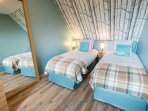 Chambre 2 (Etage) - Deux lits simples (draps fournis)