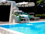 Communal swimming pool and solarium apartment casa sorrento holiday lettings respire gulf of naples