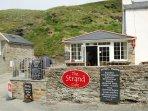 Trebarwith Strand - beach cafe