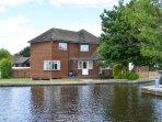 Bure Croft - Beautiful riverside cottage on the Bure in Wroxham