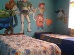 El Cuarto de Ninos con 2 camas, a los pequenos les encantara