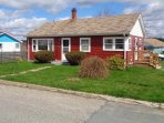 Cute 2 bedroom bungalow with private yard and back harbor views