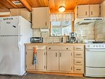 Prepare a lakeside picnic with ease in this well-equipped kitchenette.