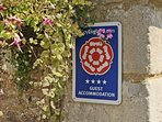 Four star accommodation and 'walker and cyclist welcome' listing.