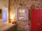 Mur intérieur en pierres apparentes