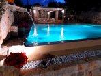 piscina illuminata