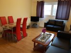 4 bed flat, 18 mins to Central London free wifi & TV, free parking, sleeps 9