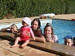 Espace piscine dans la Résidence de vacances Fontenelle proche d'arles