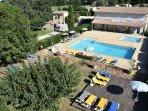 Zone piscine de la Résidence de vacances Fontenelle situé entre la Camargue et les Alpilles