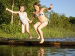 K39 Thistle Cottage - The lake bottom here is sandy and offers a safe place for young children