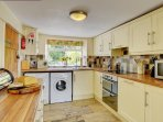 A real cook's kitchen, but if you want to go out, The Swan is 1 mile away
