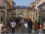 Destination shopping incontournable, à 15 mn, le 1er Outlet du Sud de la France