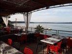 Restaurant sur le port à Istres