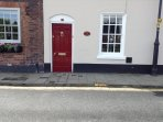Independent entrance to the rear garden Coach House. Please ring the bell and we will check you in.