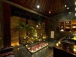 Majapahit Beach Villas - Villa Nataraja - Bathroom at night