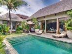 Eshara II - Pool and villa