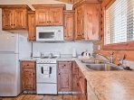This fully equipped kitchen has everything you'll need to create mouthwatering meals!