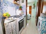 Ingresso con cucina, gas metano,frigo, forno e lavatrice