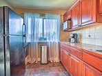 Prepare the group's favorite dishes in the fully equipped kitchen.