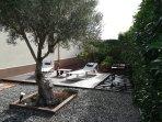 Jardin privado con barbacoa