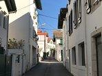 Début de la Rue des Chalets, en sens unique, à la perpendiculaire de la Rue d'Espangne