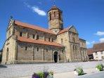 Vue sur l'Eglise Romane de F 67560 Rosheim située à 3 km