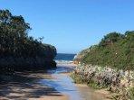 Una de las playas mas cercana y muy famosa por los Bufones de Pria ( Playa Guadamia).