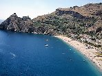 The sand beach of S. Alessio Siculo km.3 from the Villa, its fantastic Castle dominates!