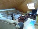 Salón con chimenea y 3 sofás 3,2 y 1 plaza