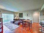The open floor plan makes it easy to mingle during your stay.