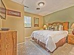 Bedroom 2-Queen Bed, TV