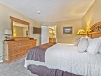 Master Suite-Queen Bed,TV and Private Bath
