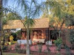 La terrasse et sa pergola Coin salon de jardin