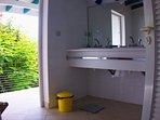 T3 - Salle d'eau (2 éviers + 1 douche)