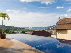 Infinity edge swimming pool and sea view