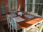 DINING ROOM W/ TABLE & CHAIRS
