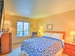 For restful slumbers, retreat to the warm and cozy master suite with a queen bed and flat-screen cable TV.