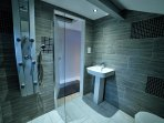 Full wet room with body-jet shower