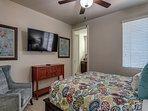 4th bedroom  - queen bed - upstairs
