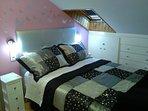 Dormitorio 2 con cama de matrimonio.